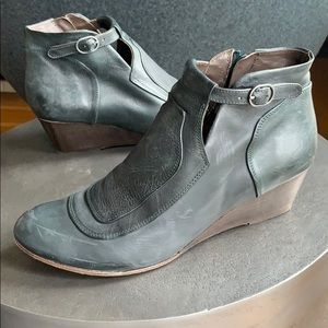 Coclico wedge booties